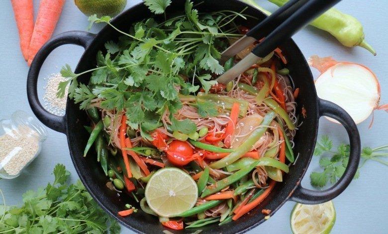 vegetarisk wok med kokosmjölk