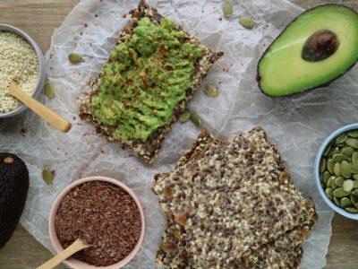low carb knäckebröd med avocado