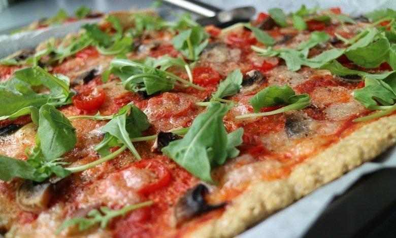vegetarisk pizza med mozzarella