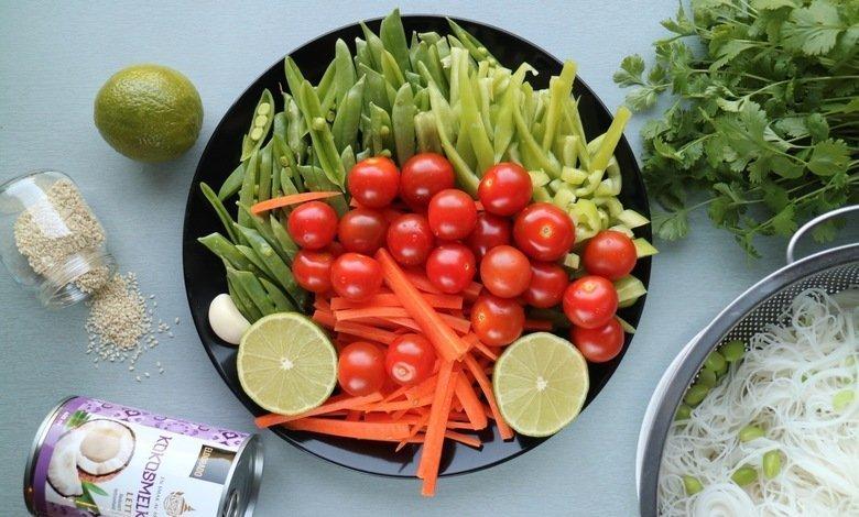vetarisk måltid med grönsaker