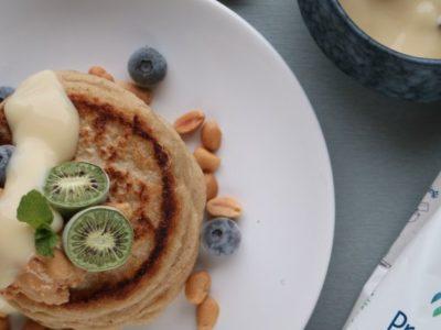 Pannkaka med jordnötter och yoghurt