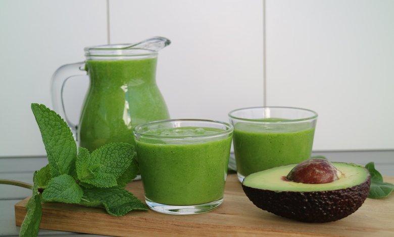 recept på smoothie med avokado och banan