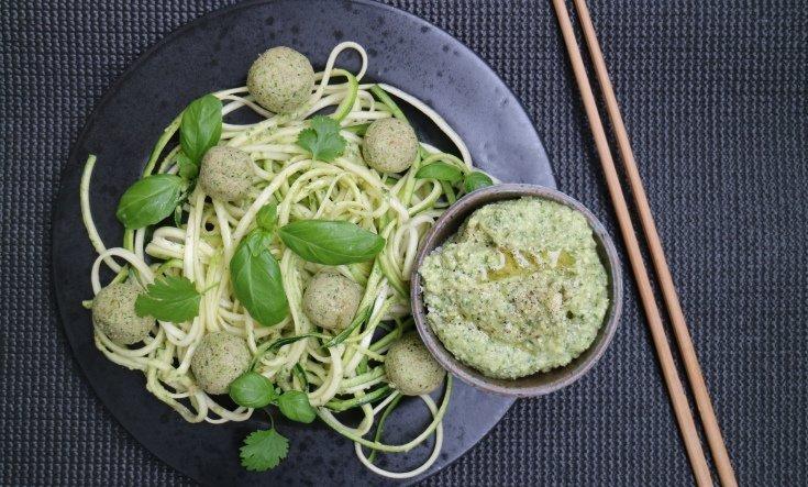 Broccoli-bollar med Zucchini-pasta