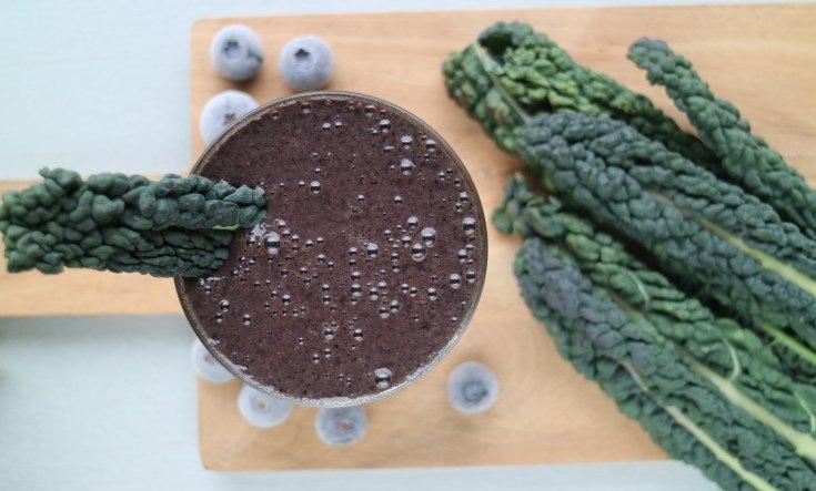 grönkål och blåbärssmoothie